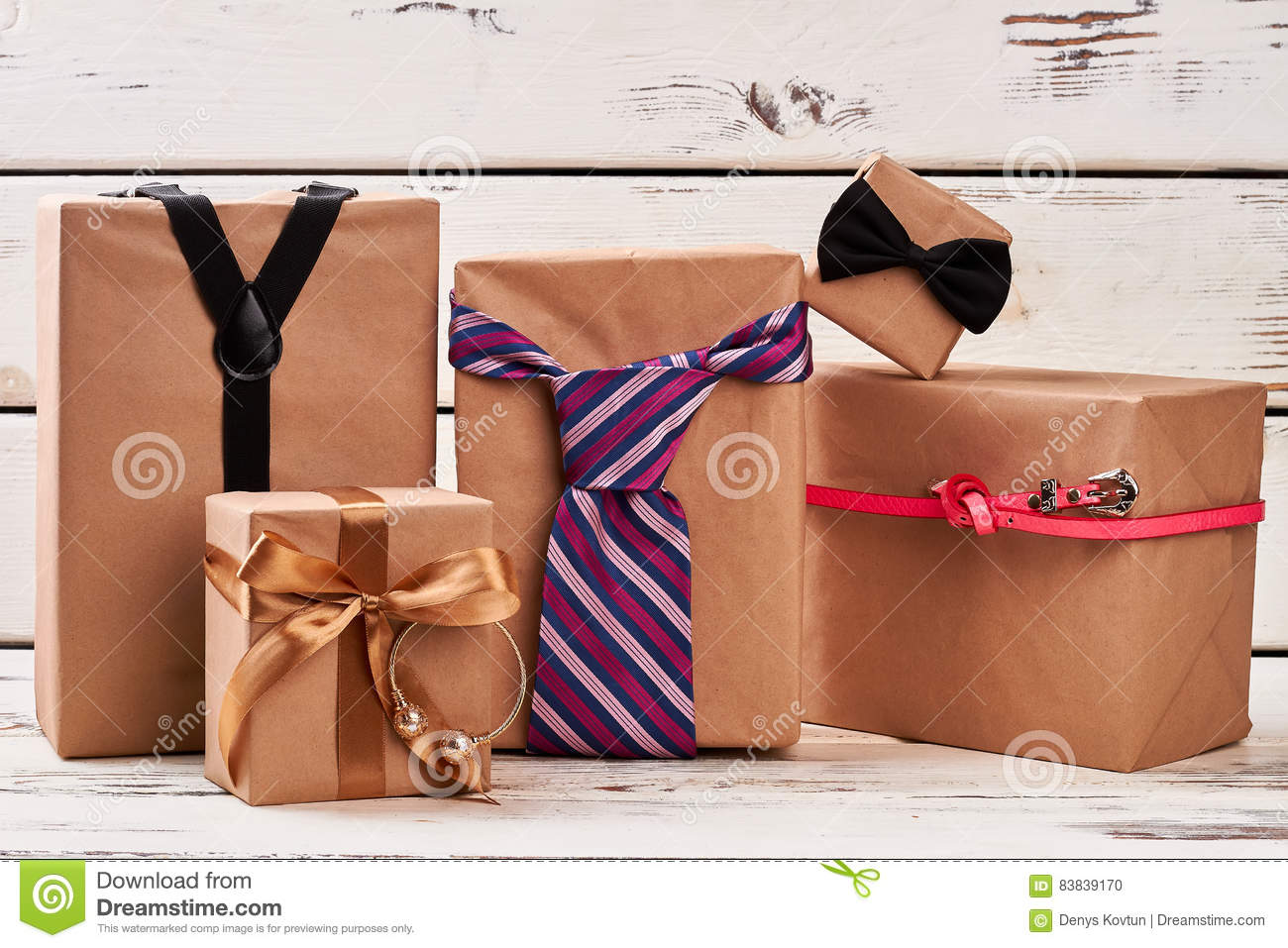 Present boxes and accessories.