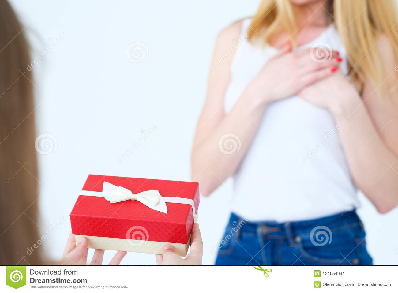 Present Gift Box Mother Birthday Surprise Loving