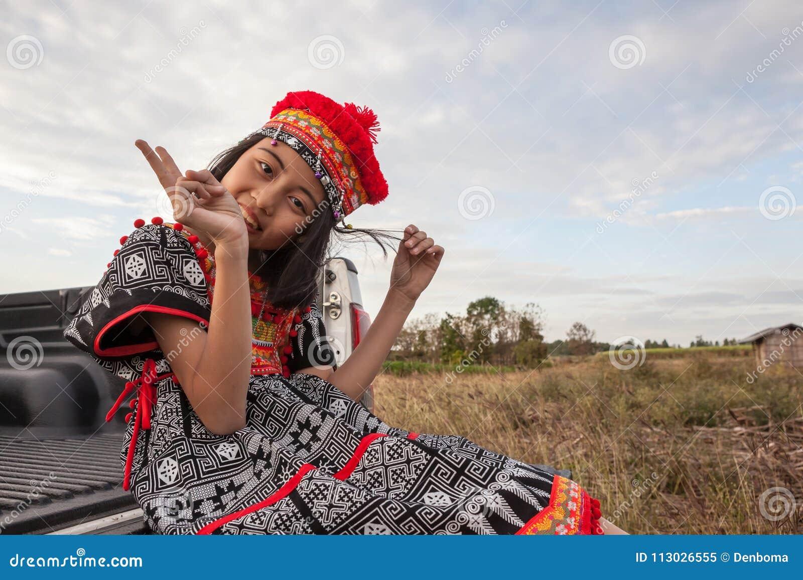 Presentación asiática de la muchacha
