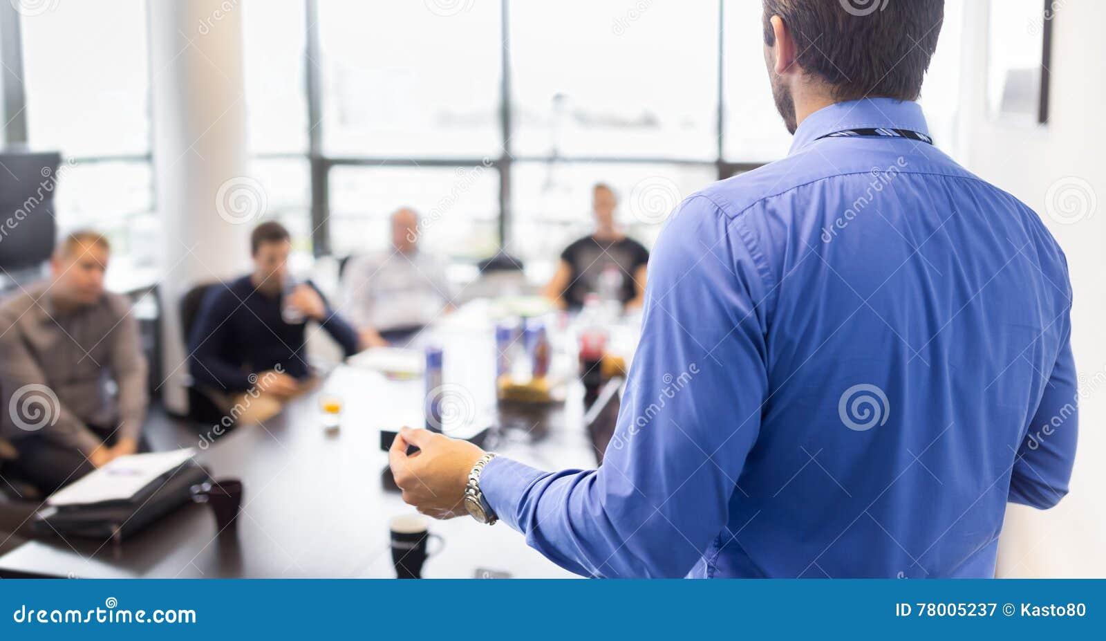 Presentación del negocio en la reunión corporativa