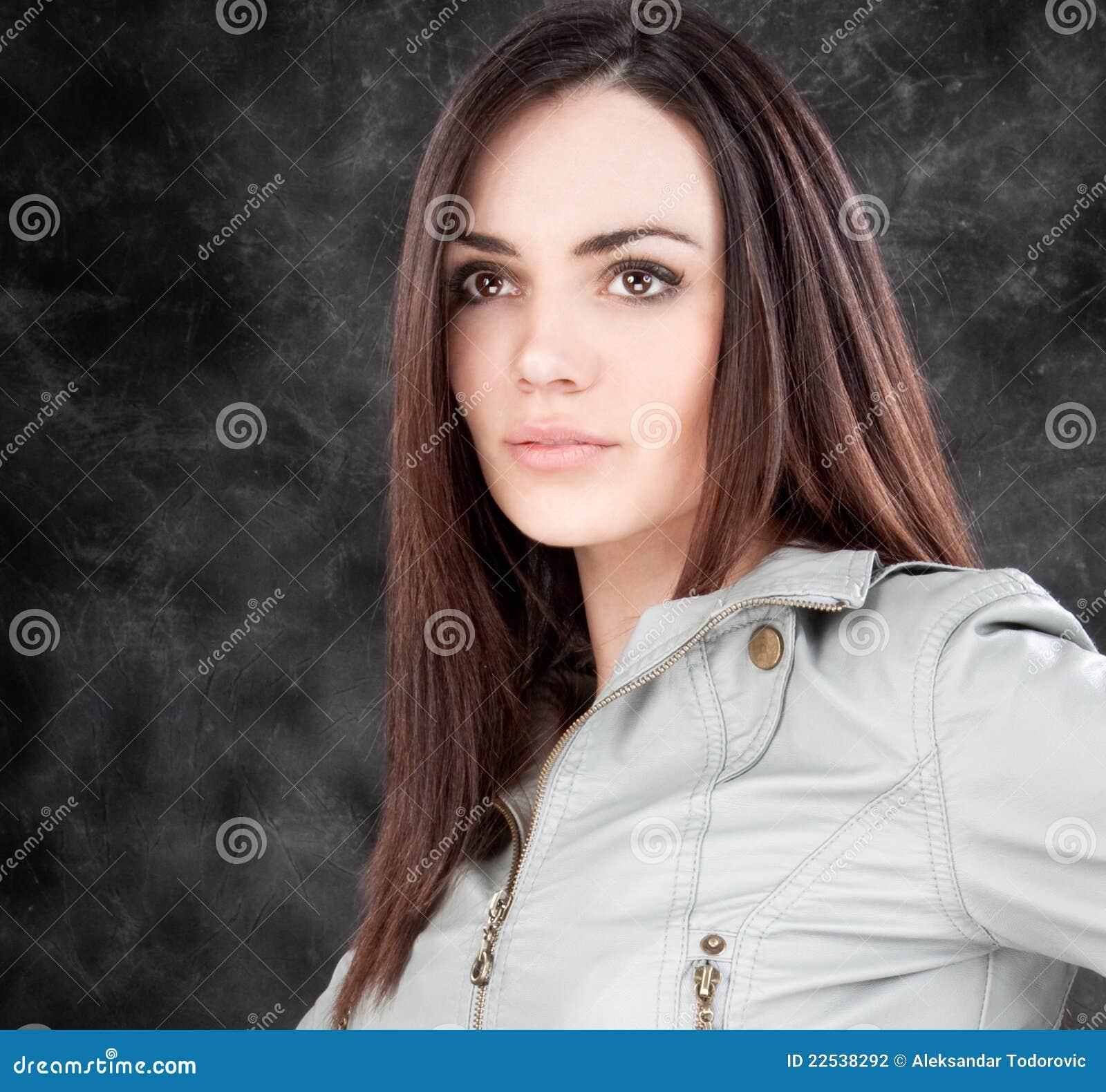 Presentación sensual hermosa de la mujer
