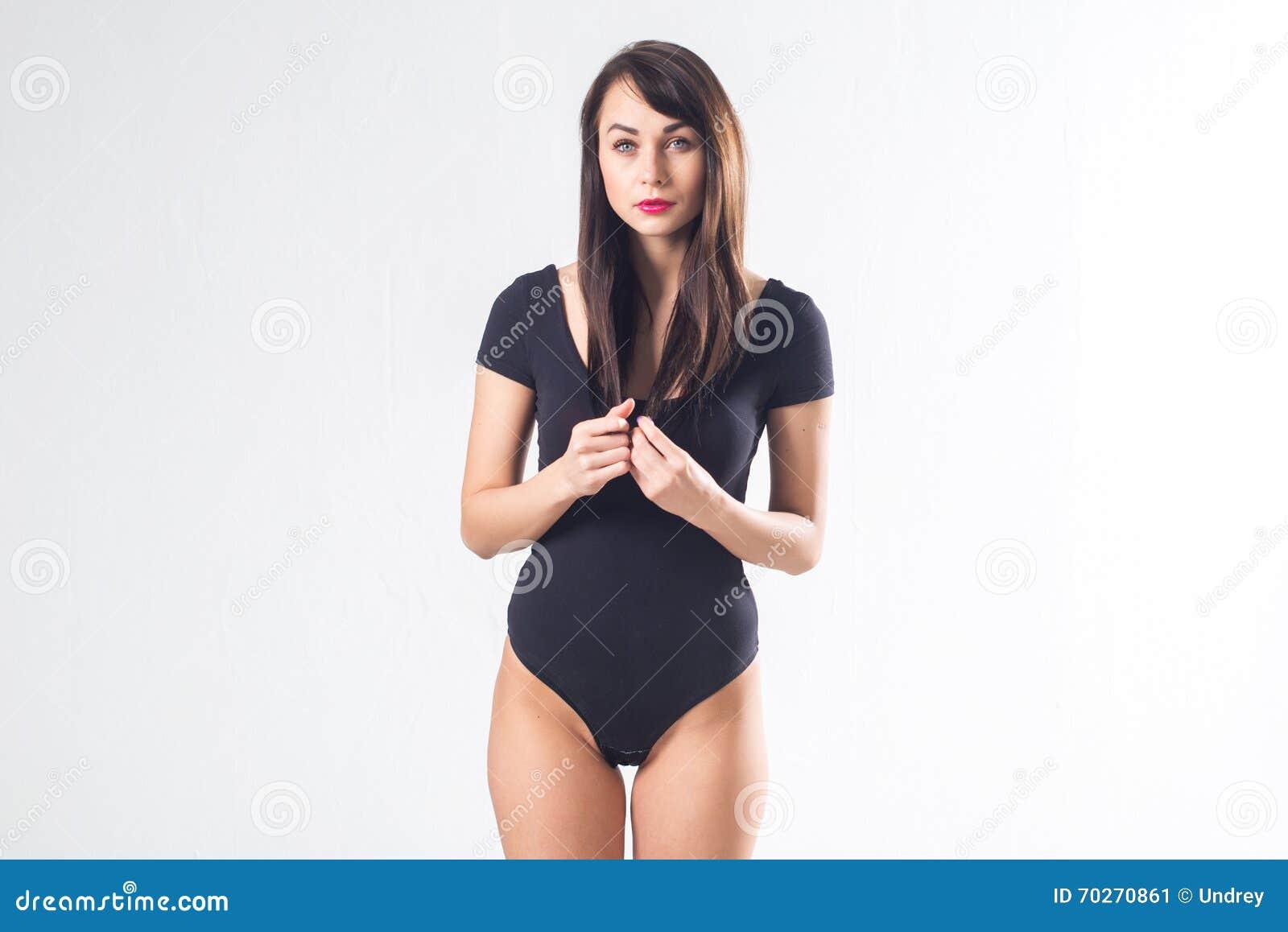 Linda morena pelo corto mierda