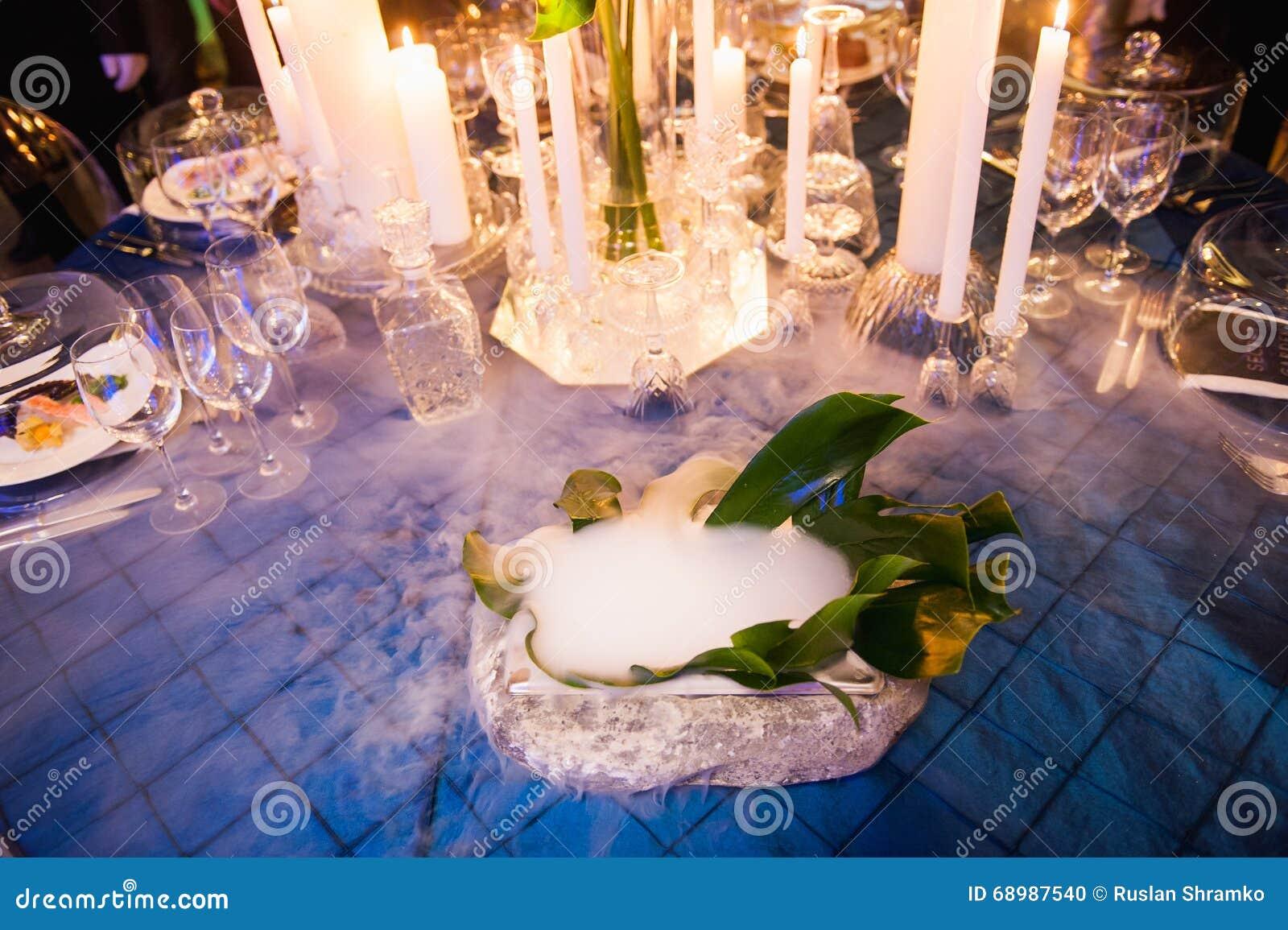 Presente el ajuste para casarse o el evento con hielo líquido