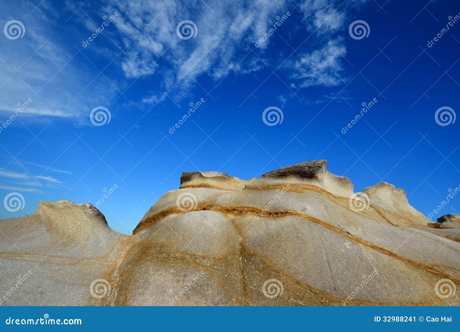 Presenterat rida ut granit under himmel, Fujian, Kina
