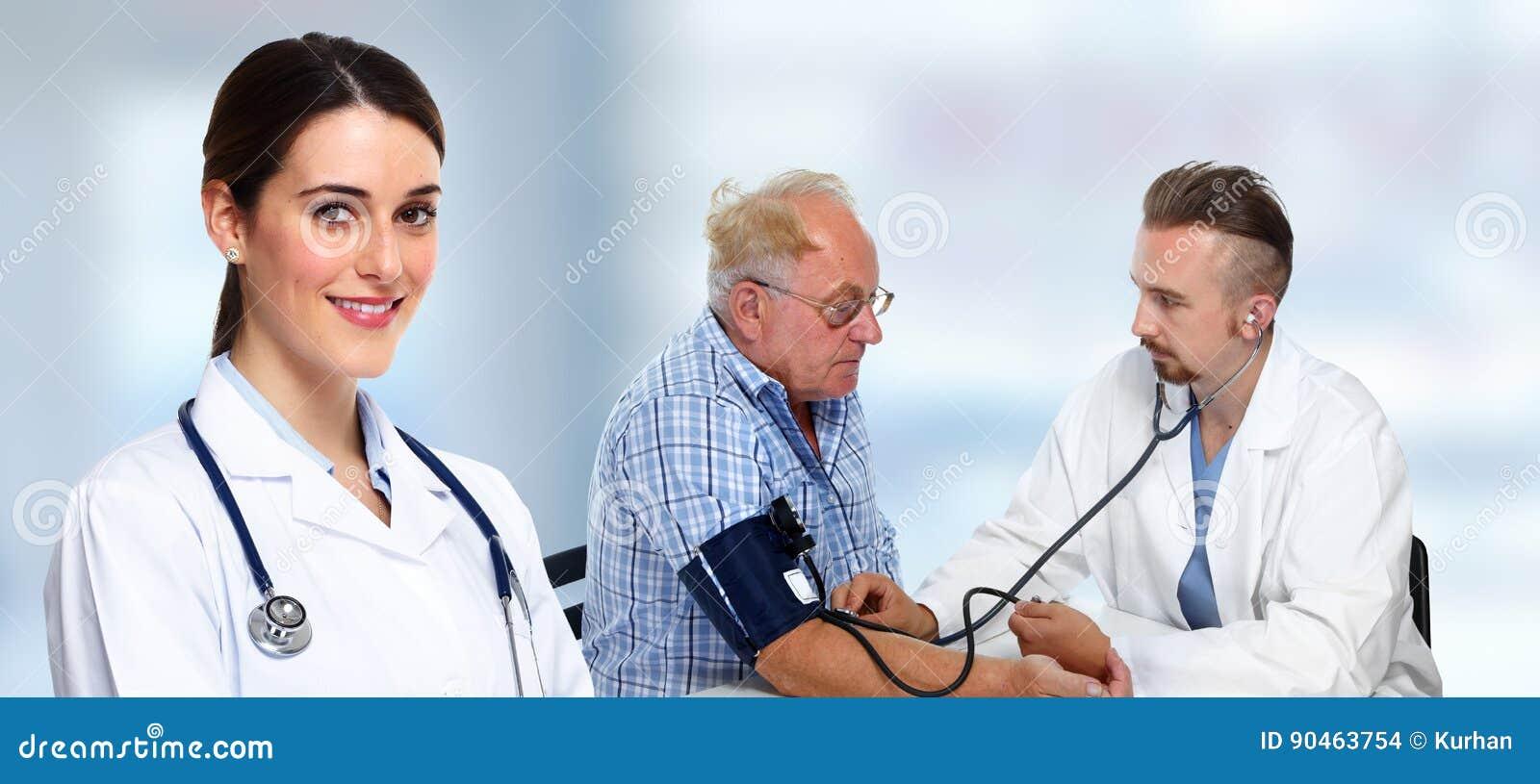 Presión arterial de medición del doctor