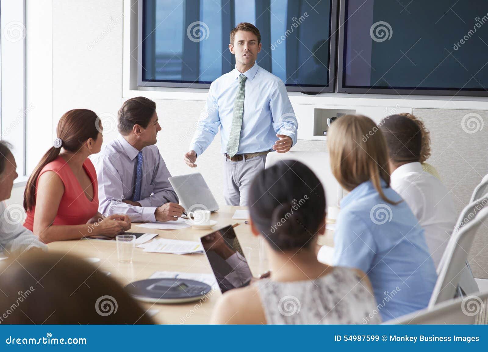 Presidente De Motivación Que Habla Con Los Empresarios En La