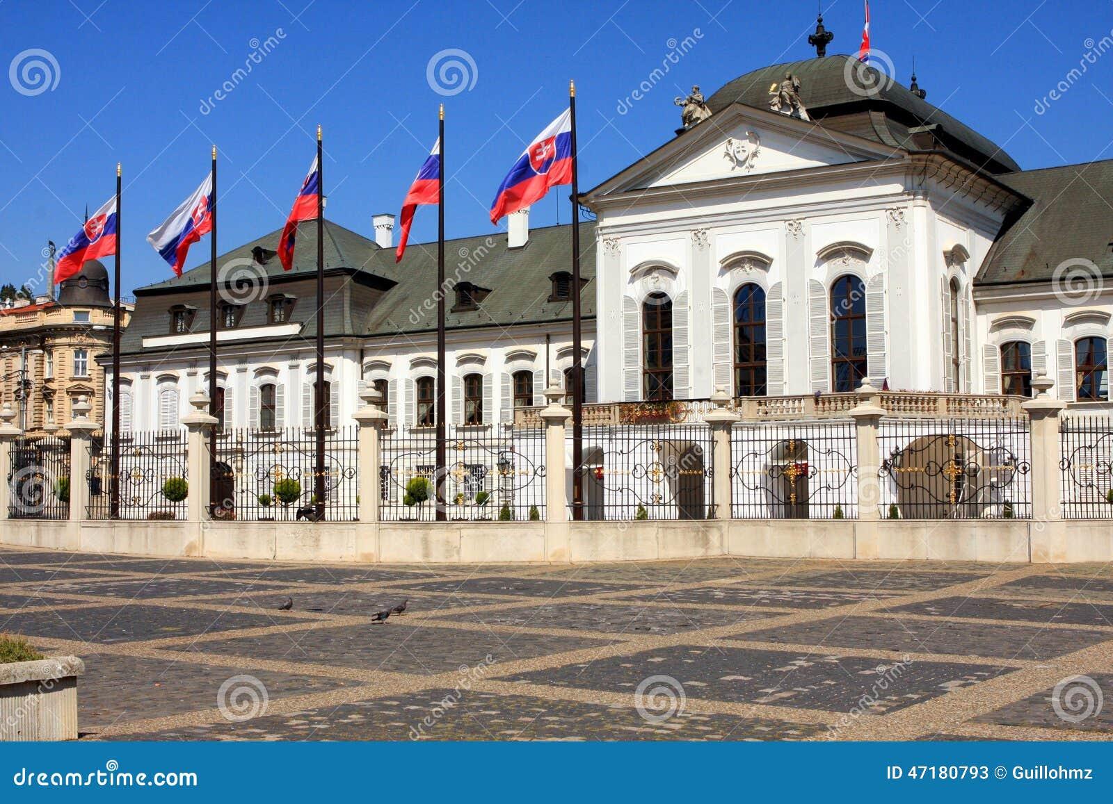 Presidentieel paleis in bratislava stock foto afbeelding for Design hotel 21 bratislava kontakt