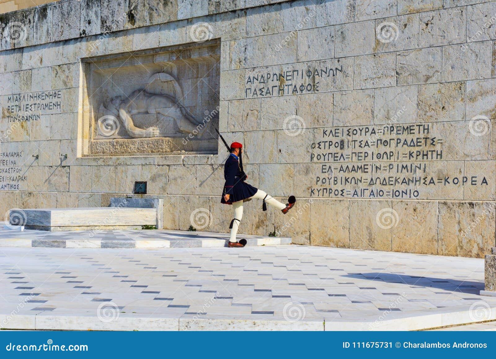 Presidents- vakt framme av den grekiska parlamentet i Aten, Grekland ändrande guard för ceremoni