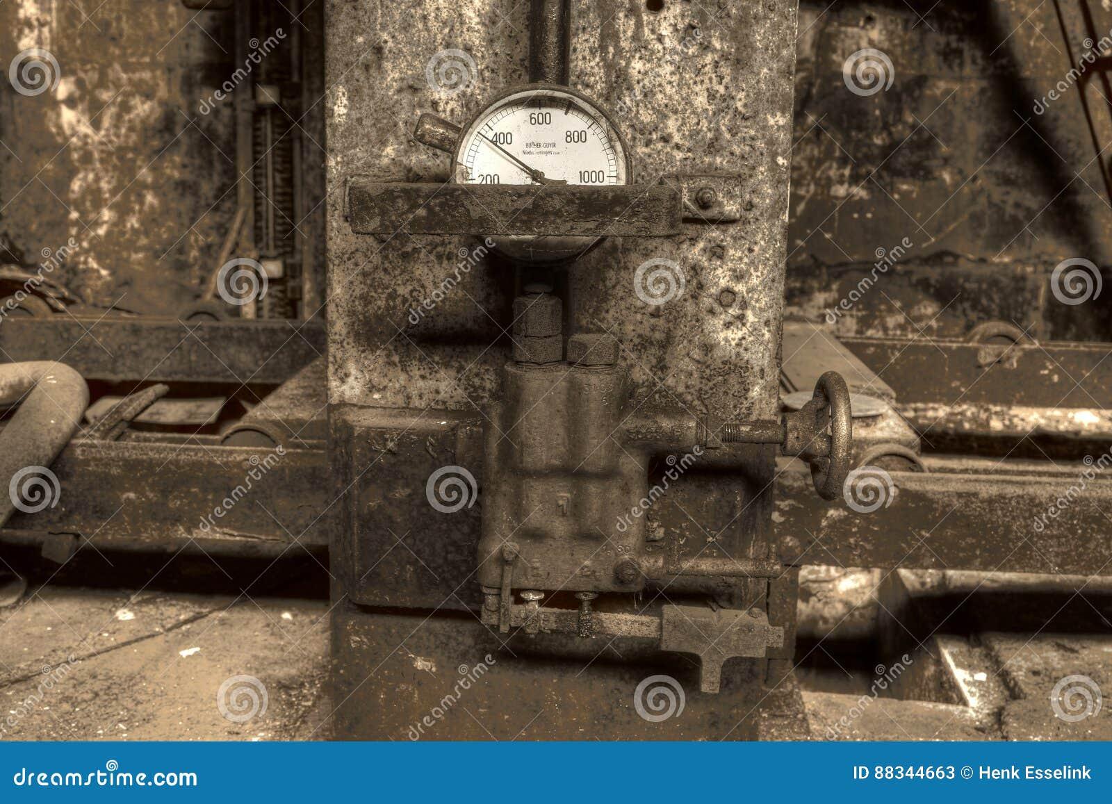 Presse hydraulique avec la mesure