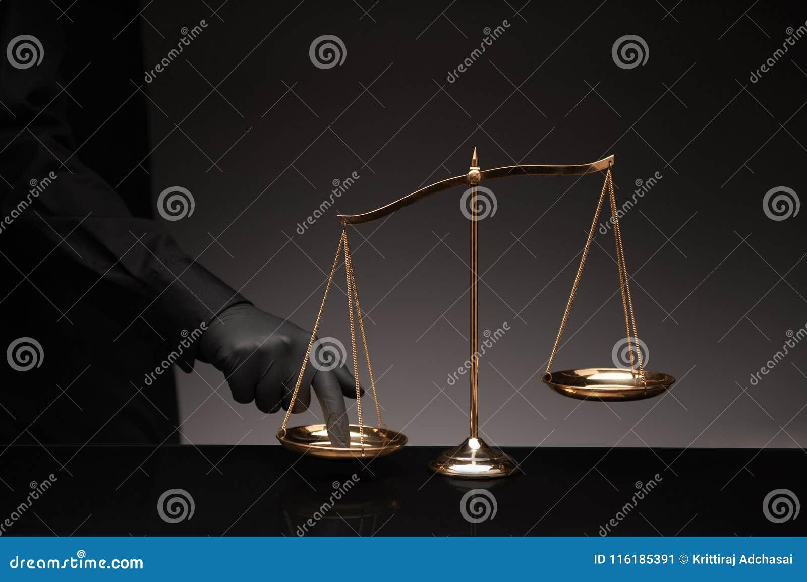 Pressing d homme sur l échelle d équilibre