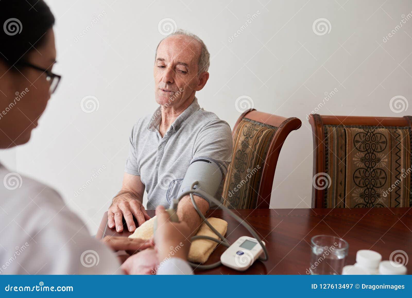 Pressione sanguigna di misurazione