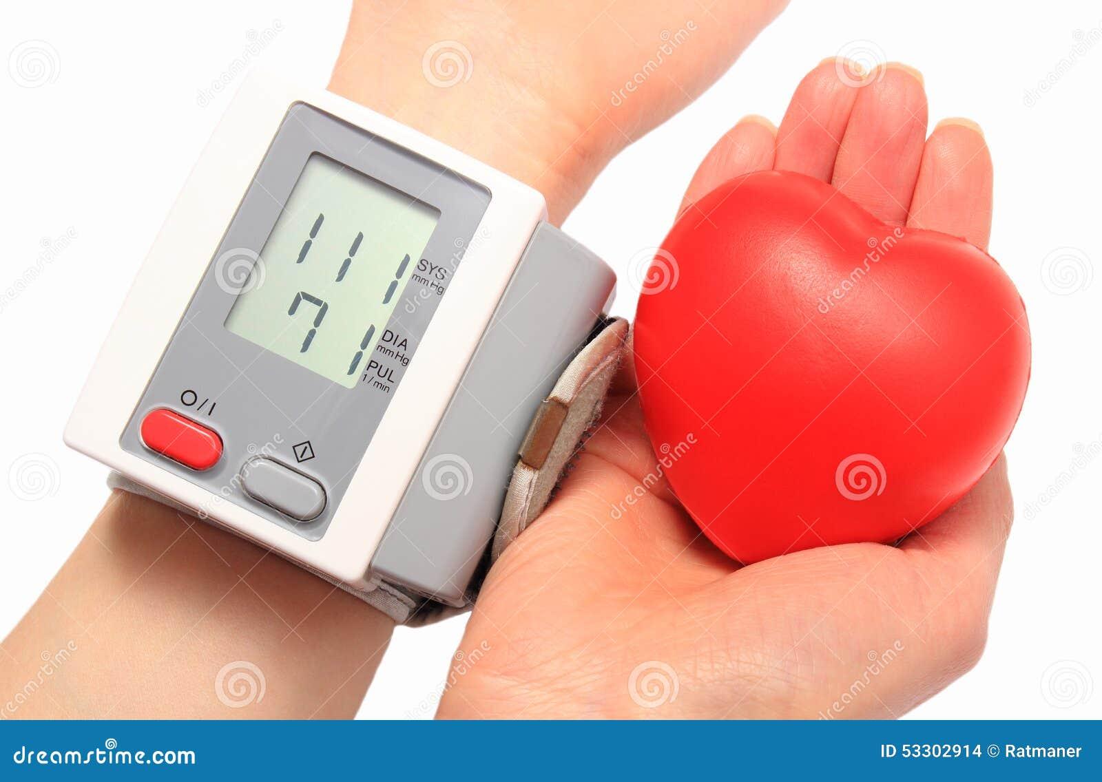 Pressione Sanguigna Di Misurazione E Cuore Rosso A..