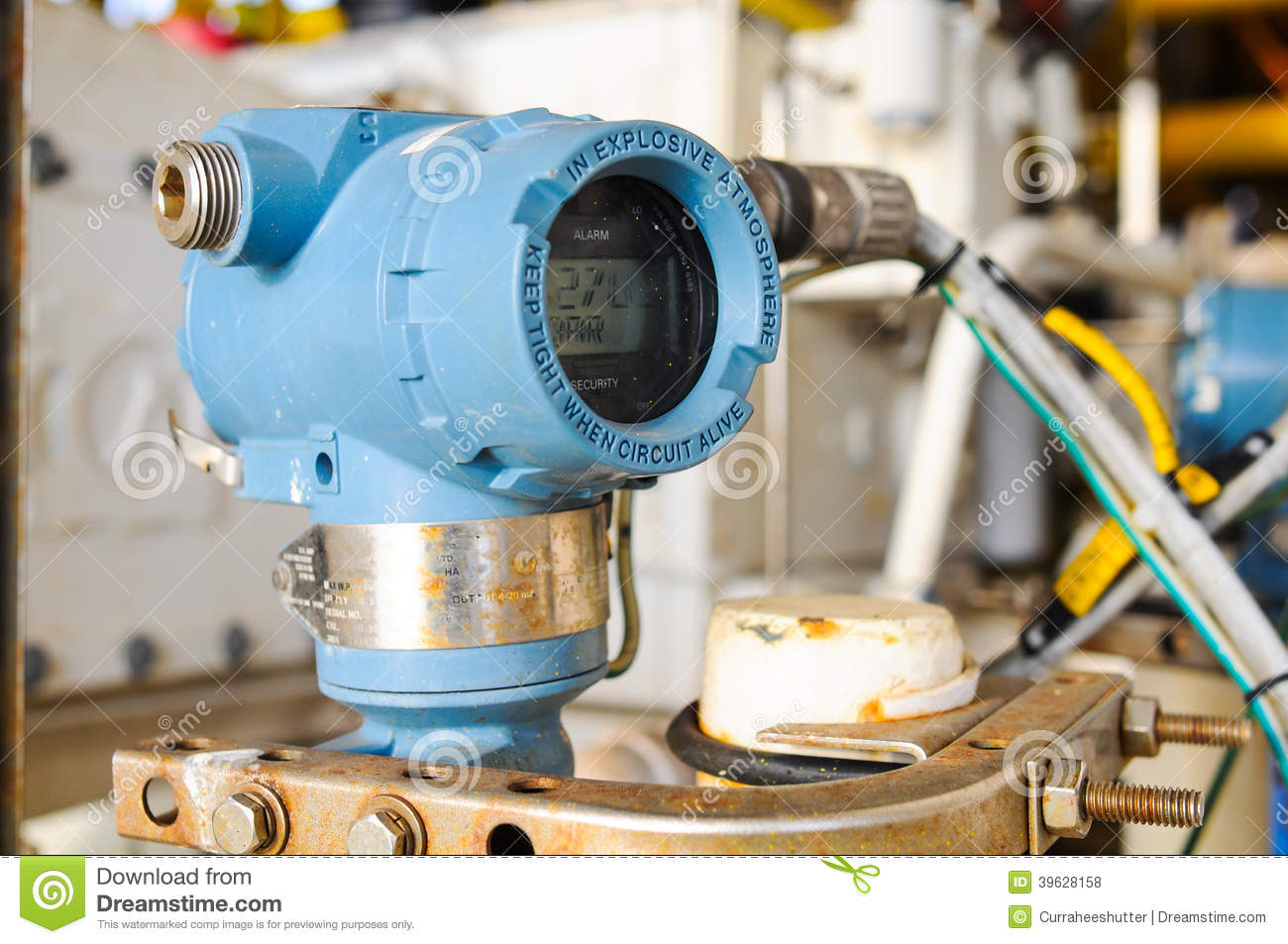 Pressure Transmitter In Oil And Gas Process Send Signal