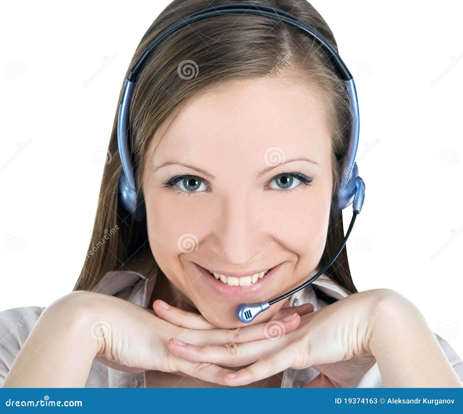 Preste serviços de manutenção à mulher do operador com os auriculares