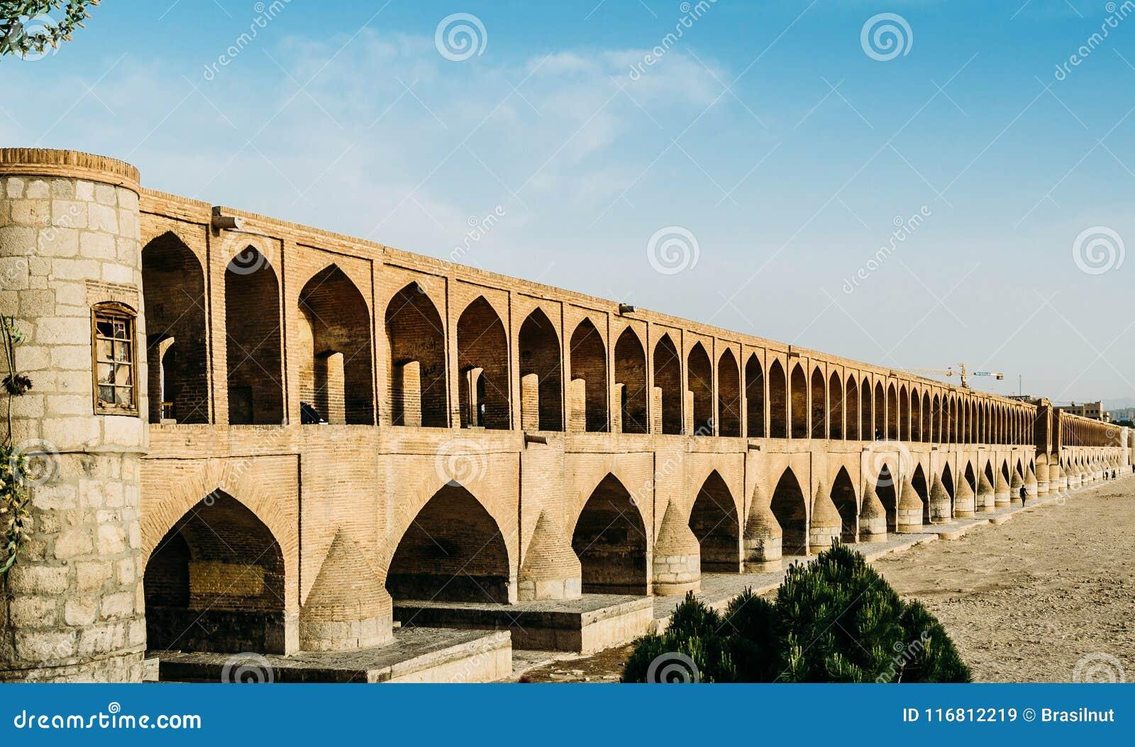 Presto la diciassettesima c, politico di si-o-seh, anche conosciuto come Allahverdi Khan Bridge, a Ispahan, l Iran si compone di