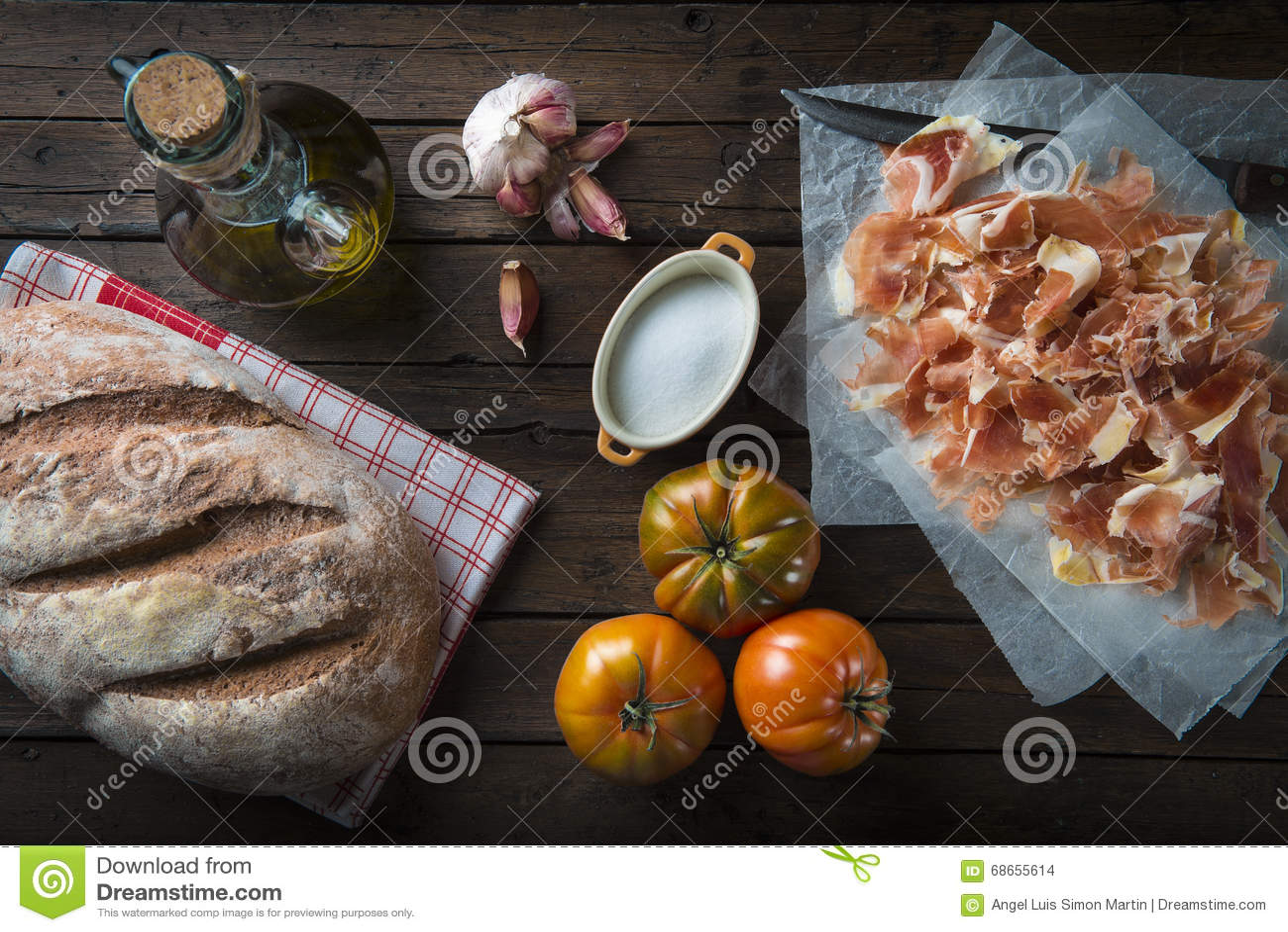 Presunto com pão, tomate, alho e azeite