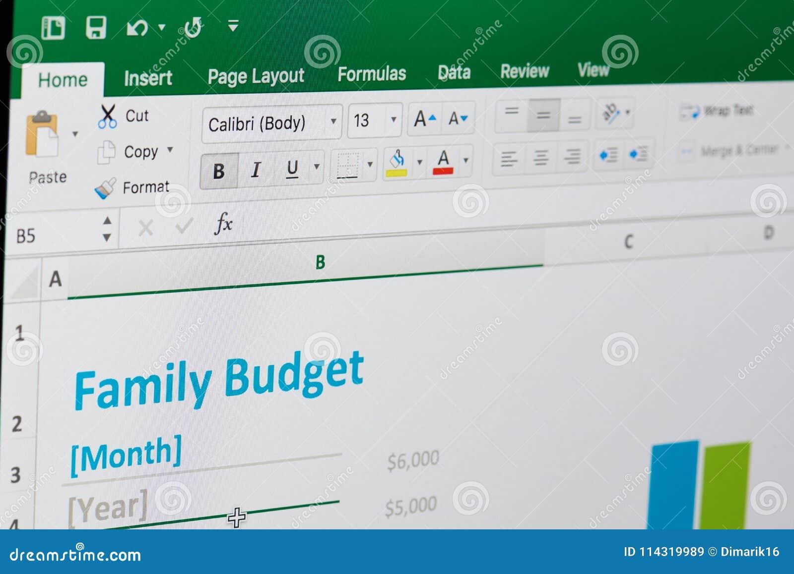 presupuesto familiar en microsoft excel imagen de archivo editorial