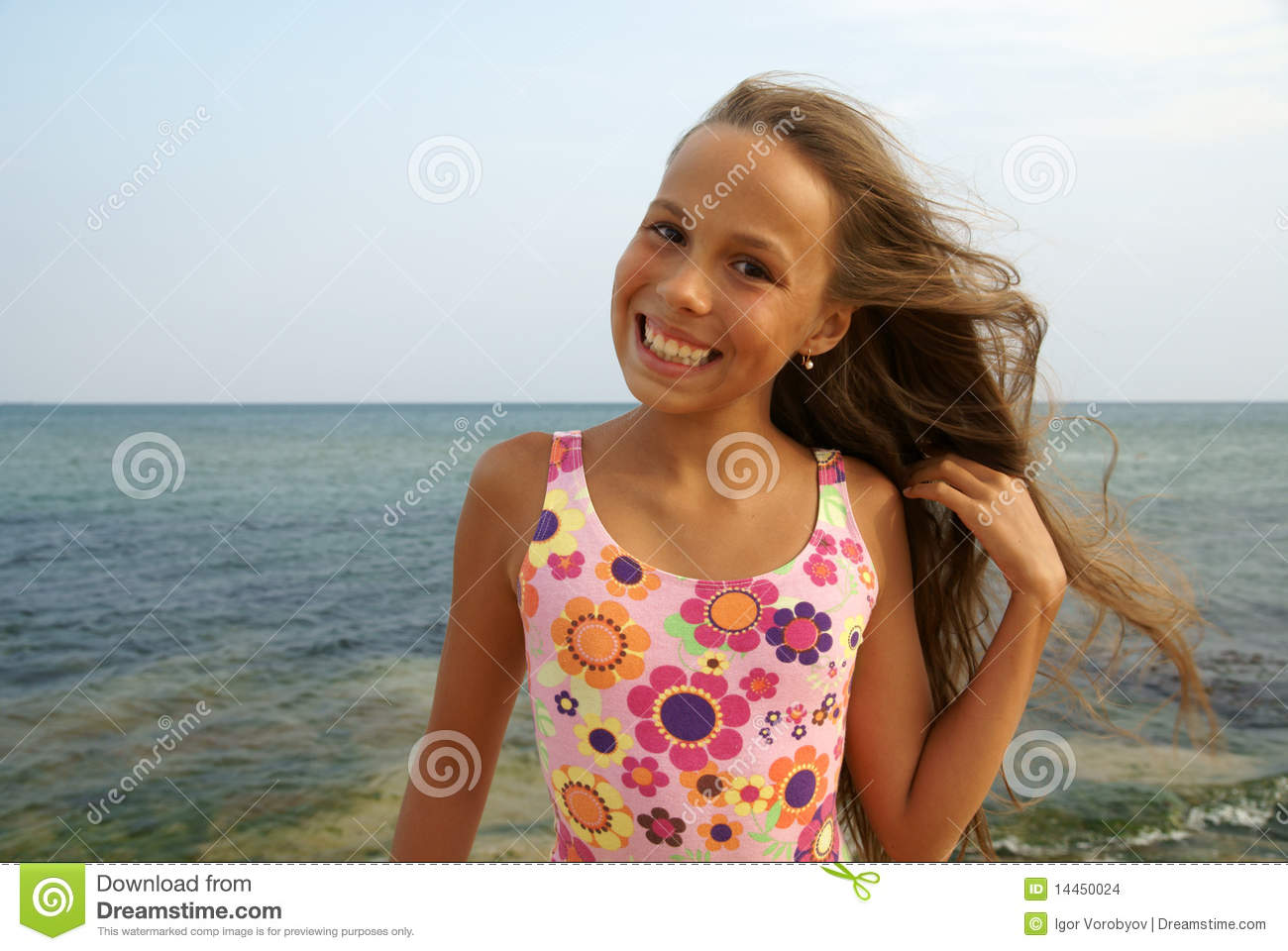 imgchilli.girl Preteen girl on sea beach Stock Images