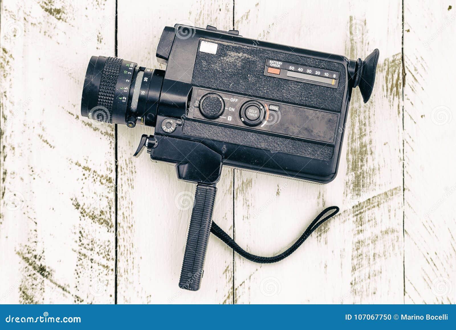 Preto análogo da câmara de vídeo do vintage velho colorido
