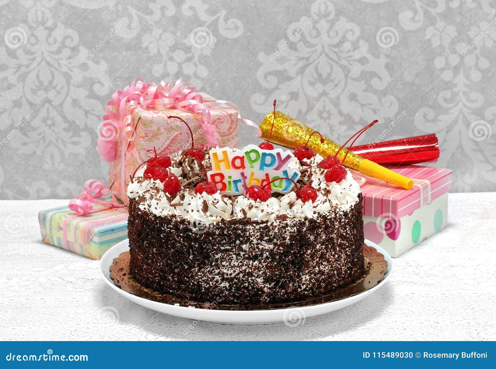Preto Forest Chocolate Cake do feliz aniversario com presentes