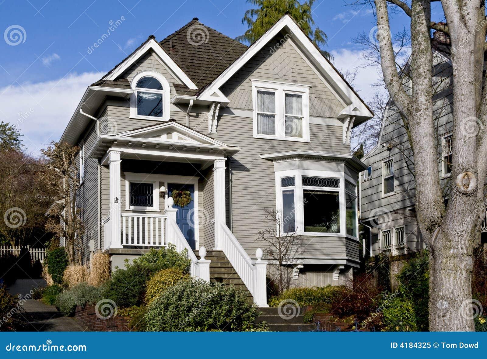 Prettig oud grijs huis royalty vrije stock foto afbeelding 4184325 - Eigentijds huis grijs ...