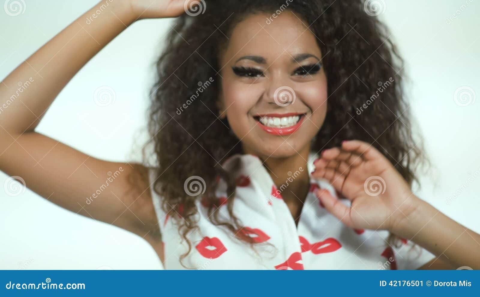 com-young-beautiful-american-teen