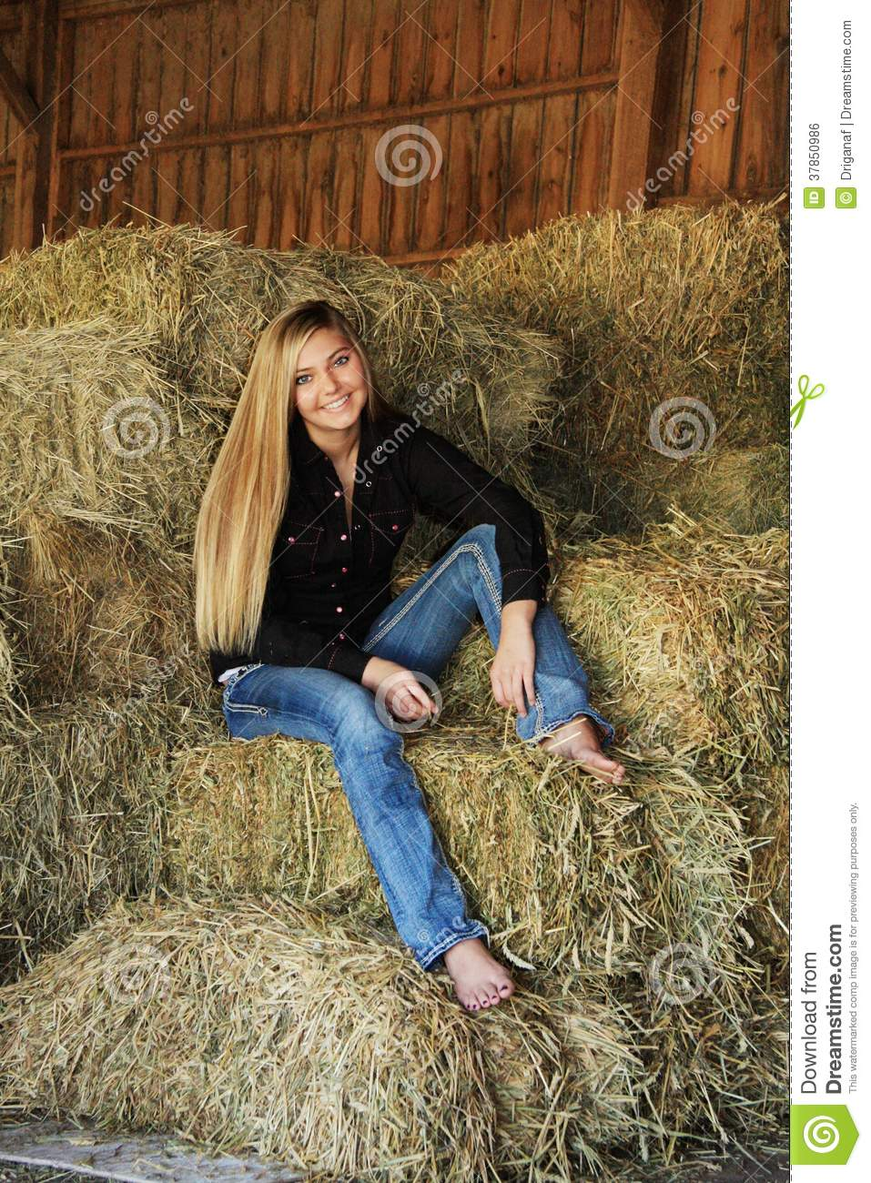 https://thumbs.dreamstime.com/z/pretty-blonde-high-school-senior-country-girl-37850986.jpg