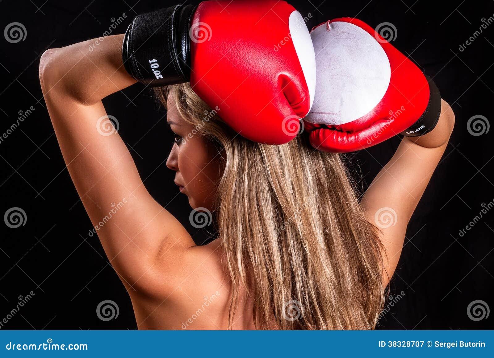 Фотосессия девушки в боксерских перчатках 8 фотография