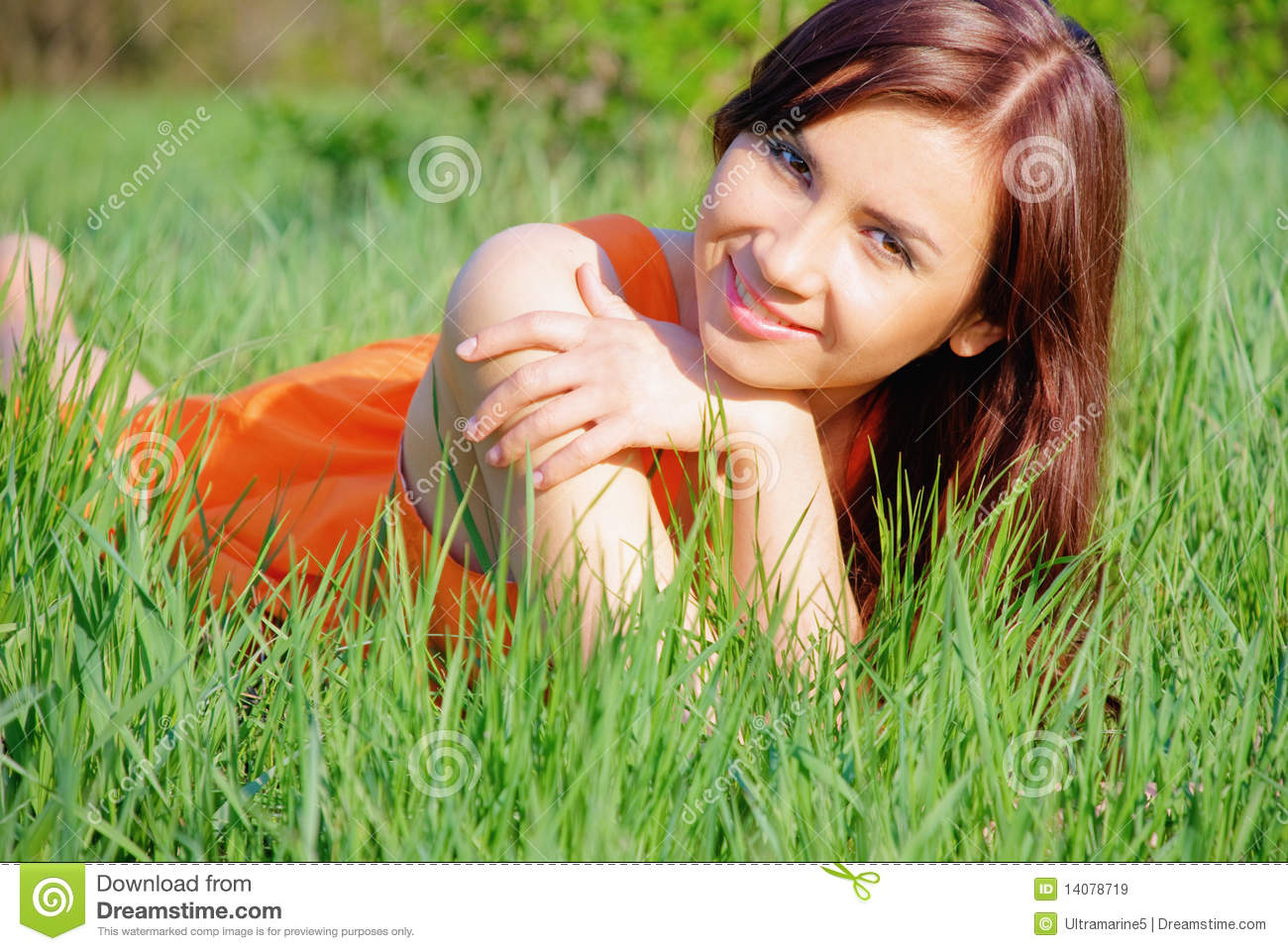 Pretty girl liyng on grass royalty free stock images for Pretty grass