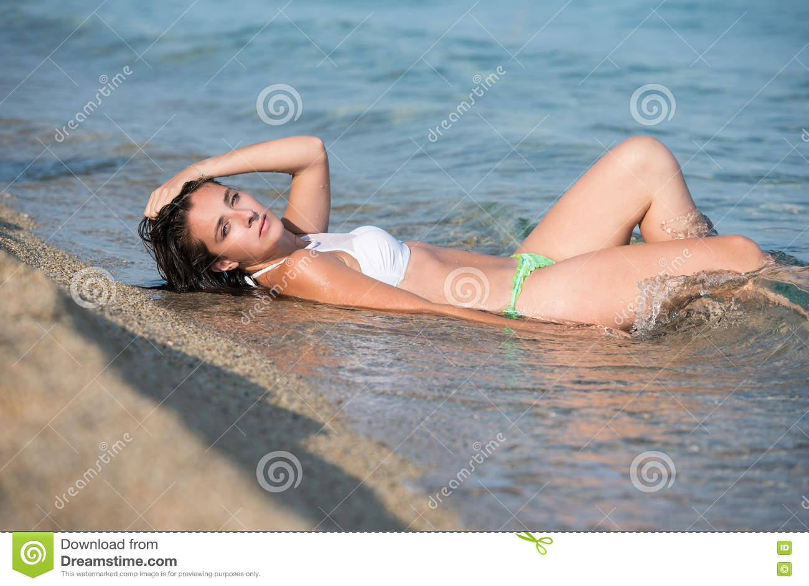 Jennifer aniston in black pantyhose