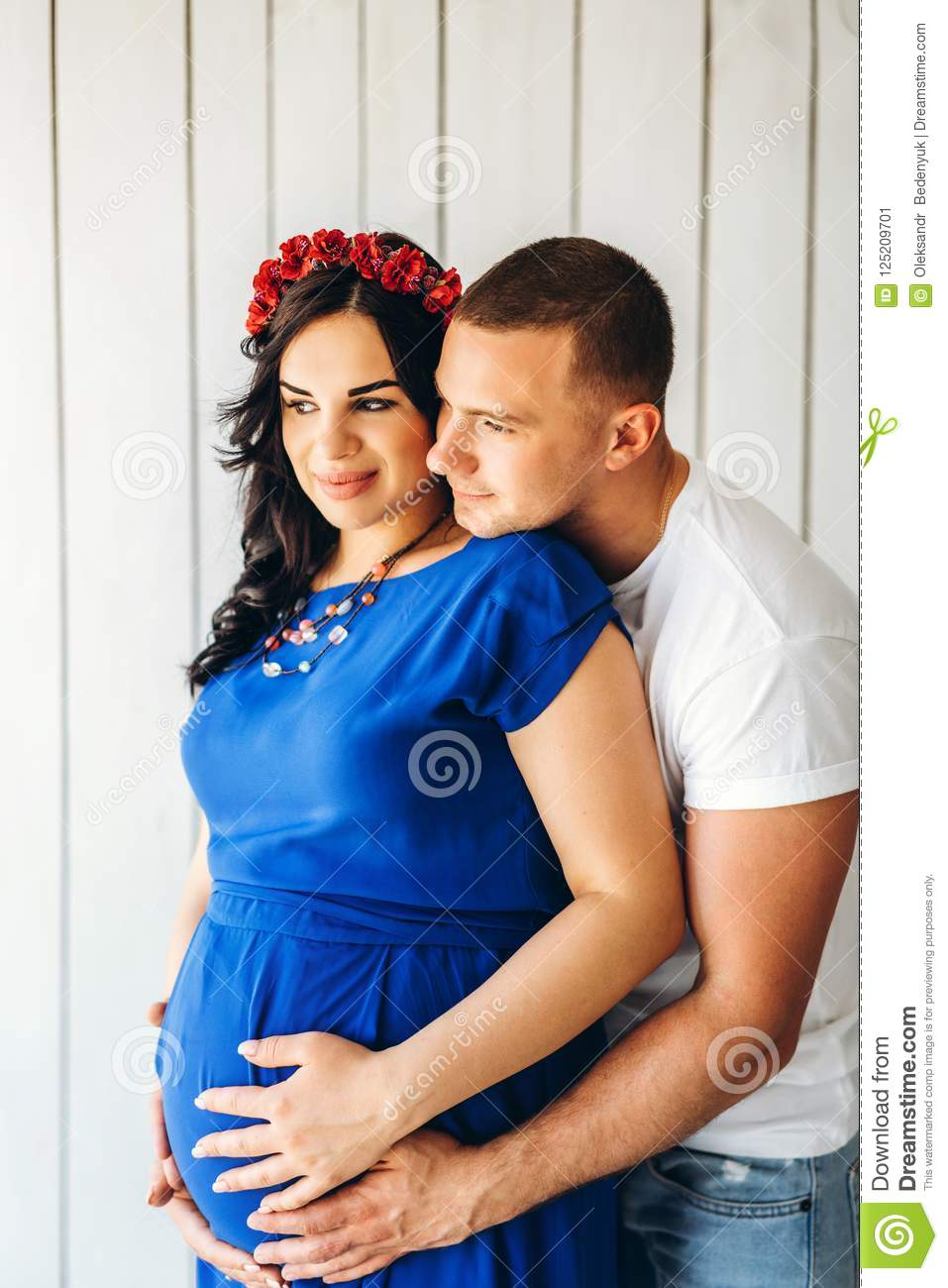 daf57f026ee50 Cute Pregnant Woman With Her Happy Husband Stock Image - Image of ...