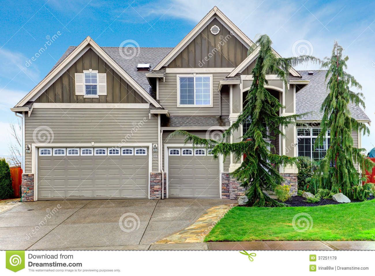 Pretty Siding House With Columns Stoned At Base Stock Image - Image of blue, outside: 37251179