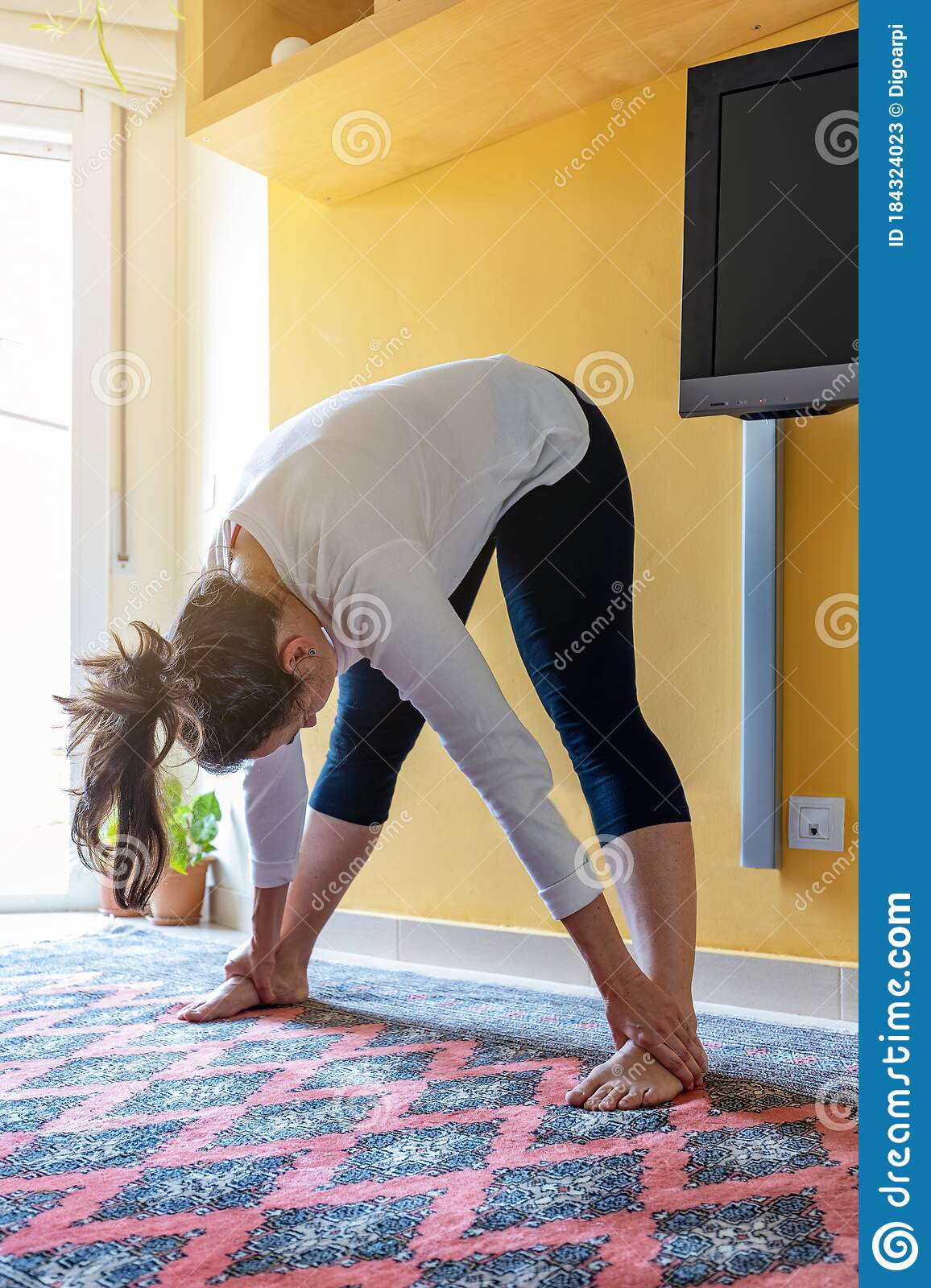 Pretty Spanish Girl Doing Yoga At Home In The Living Room Stock Image Image Of Meditate Insulation 184324023