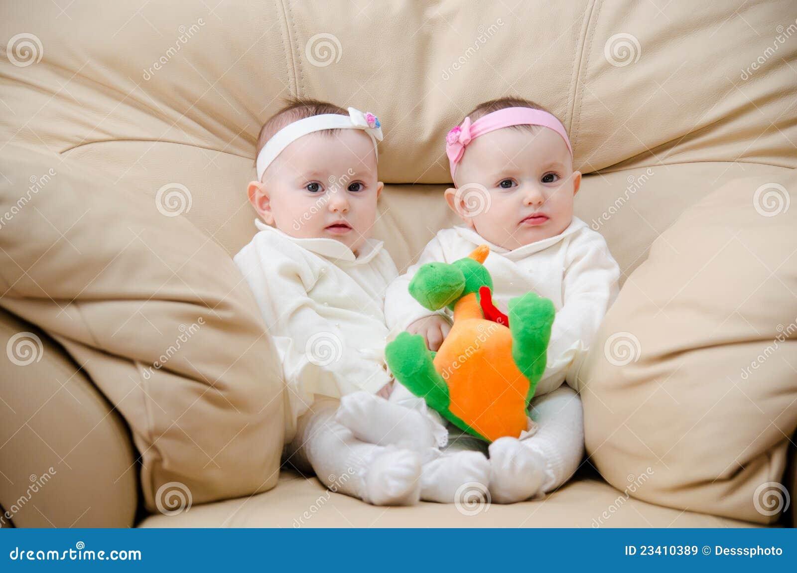 Newborn Identical Twins Pretty Twins Royalty F...