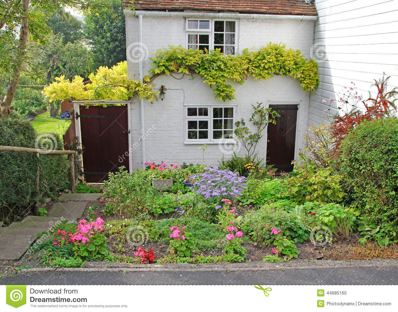 Pretty White Brick Kent Country Cottage Stock Photo Image Of