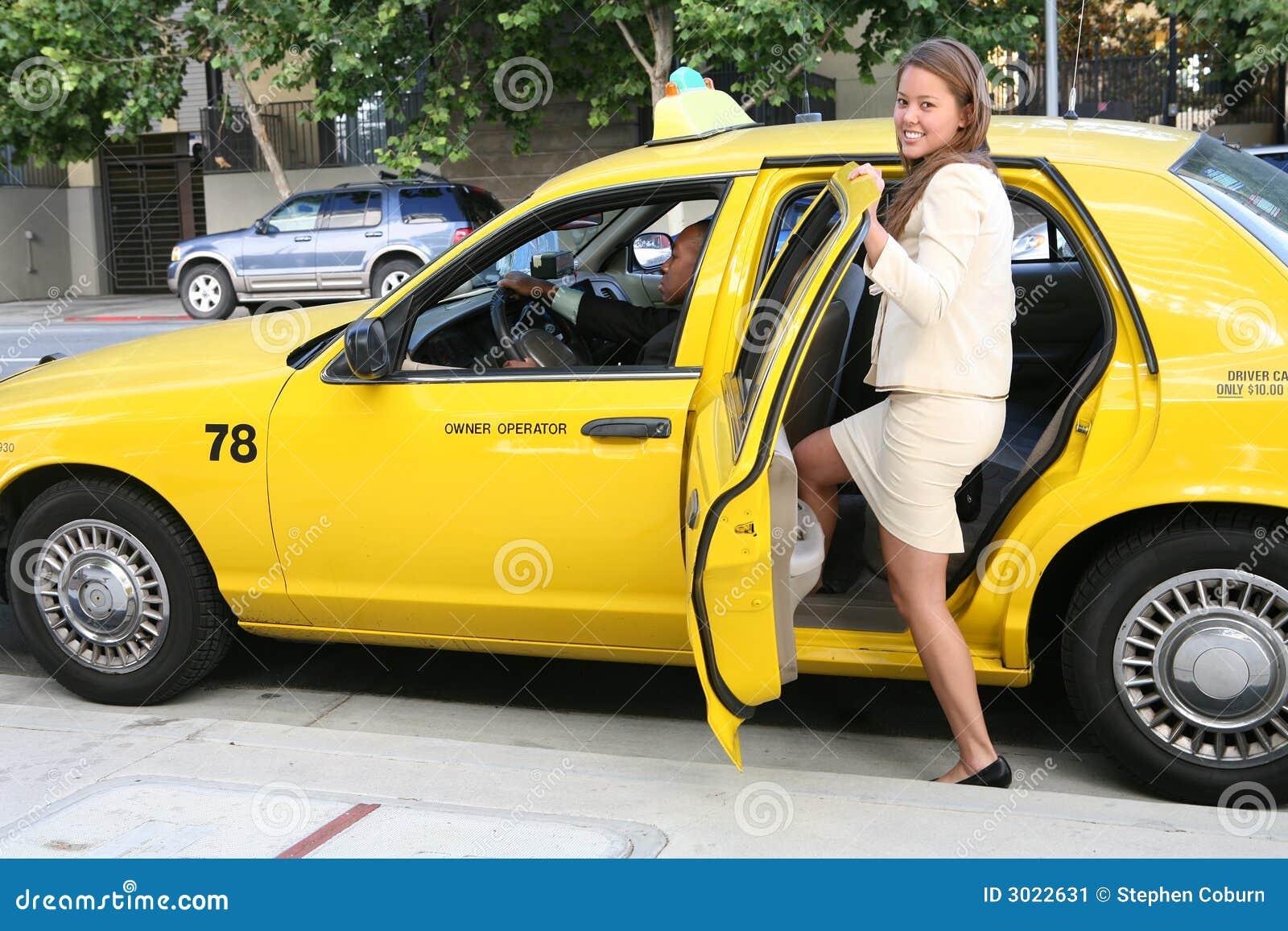 Сосущие телки в такси, После вечера с подружками тёлочка заказывает такси 25 фотография