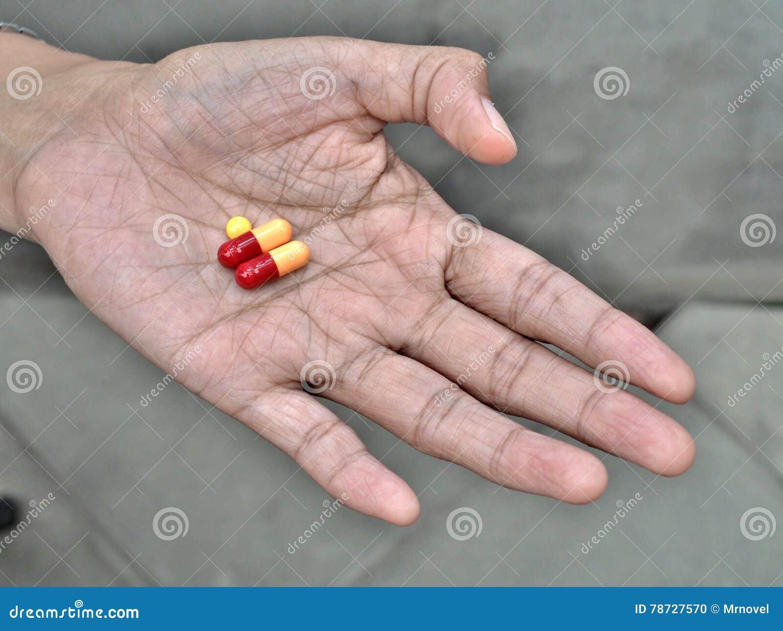 Preventivpillerar på äldre hand