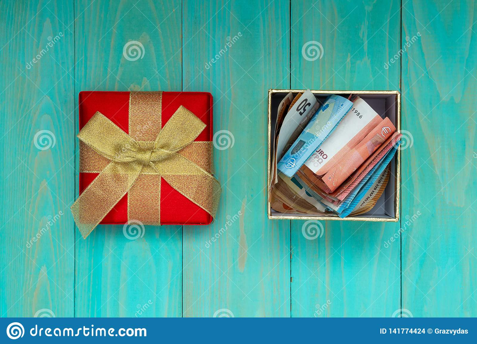 Prezenta pudełko pełno Euro banknoty