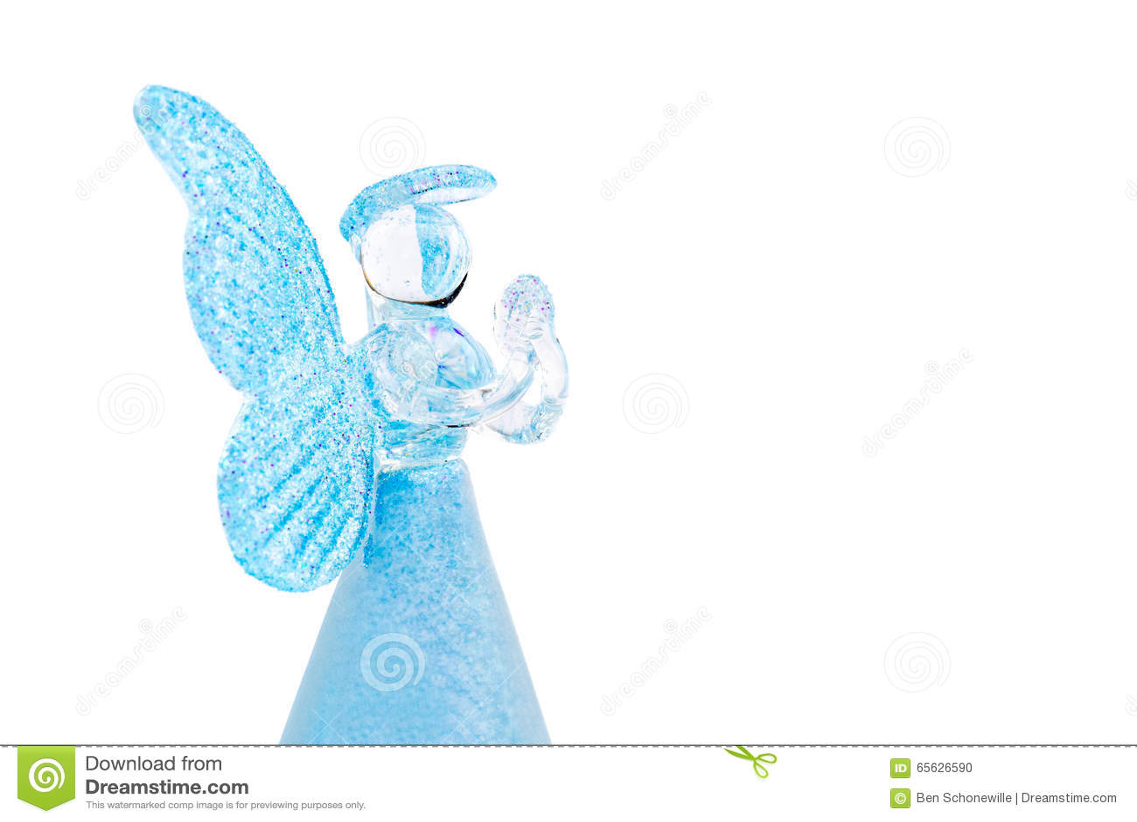 Prière en verre bleue d ange d isolement sur le fond blanc