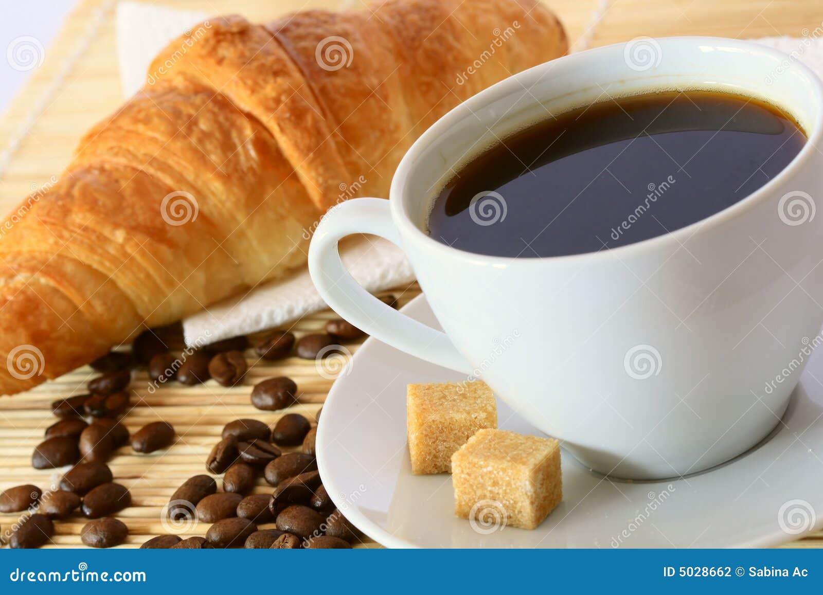 Prima colazione con caffè ed il croissant