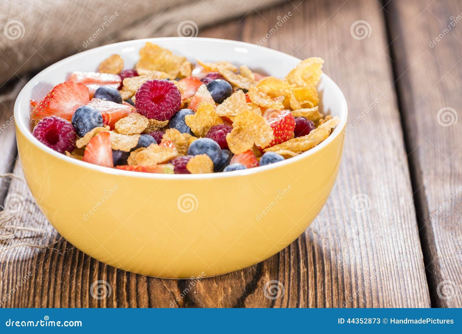 Prima colazione (fiocchi di granturco e bacche)