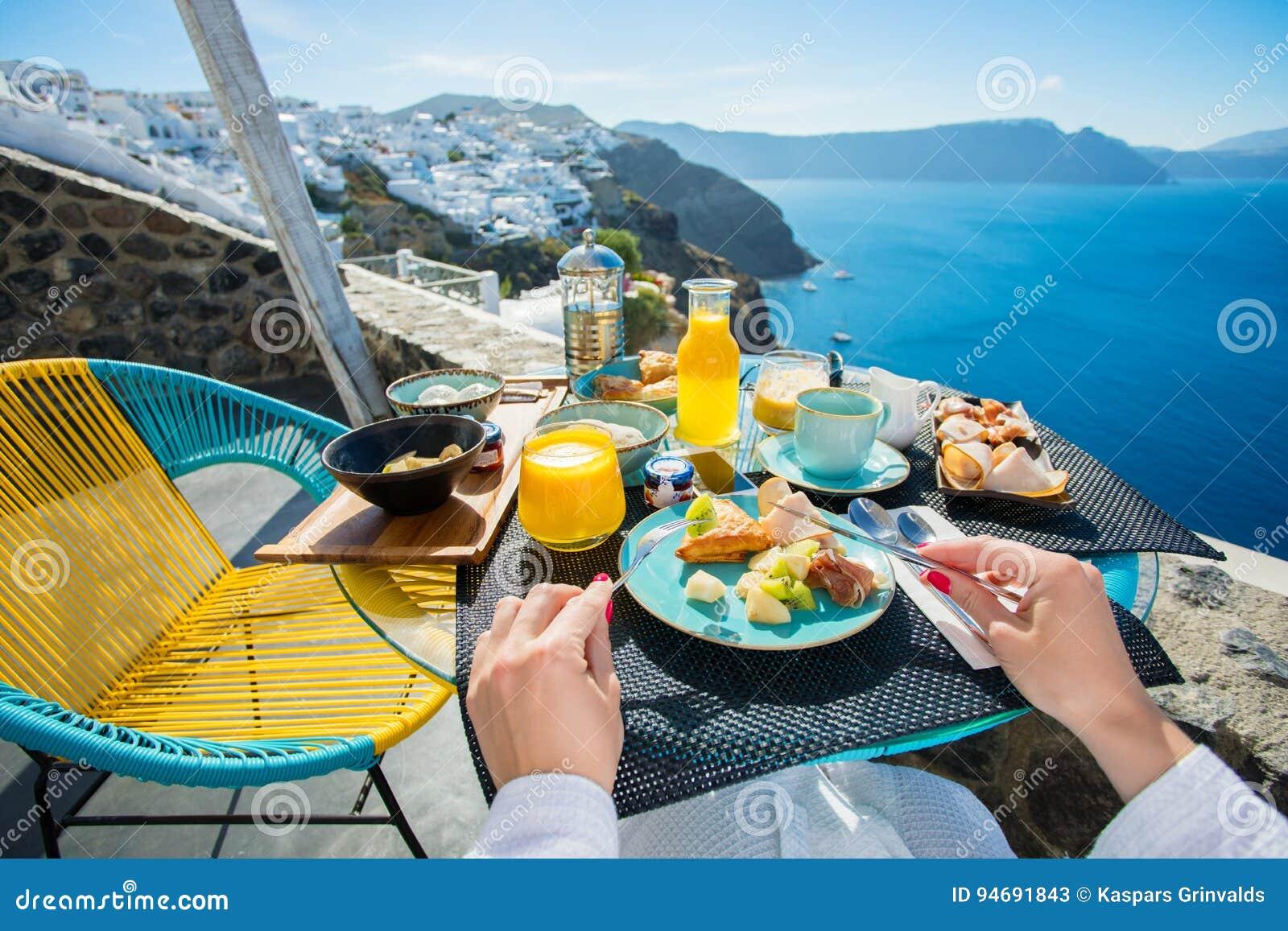 Prima Colazione Nella Località Di Soggiorno Lussuosa In Santorini ...