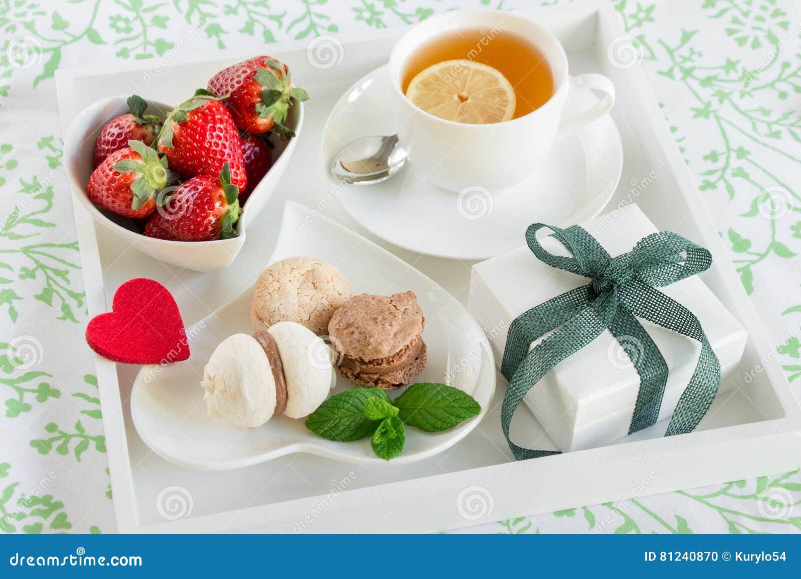Colazione A Letto Romantica.Prima Colazione Romantica A Letto E Regalo Con Amore Fotografia