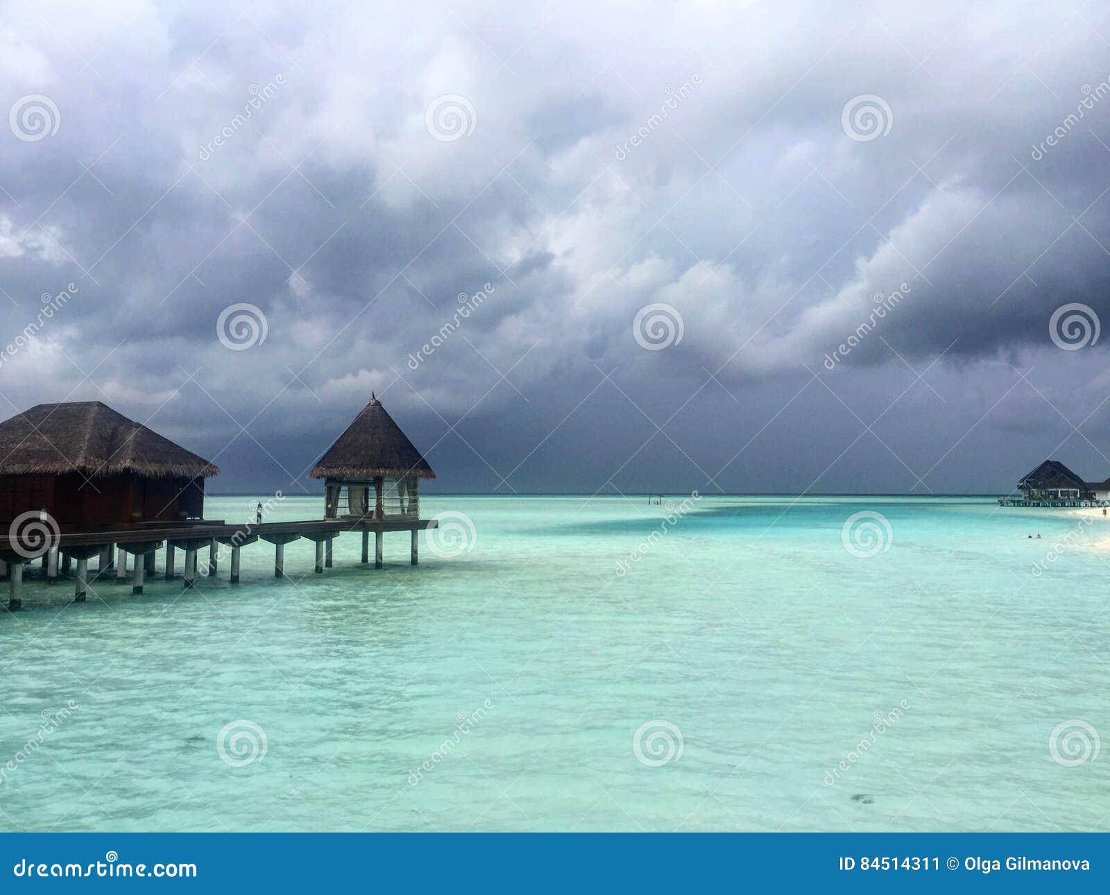 Prima Della Pioggia Alla Località Di Soggiorno Delle Maldive ...