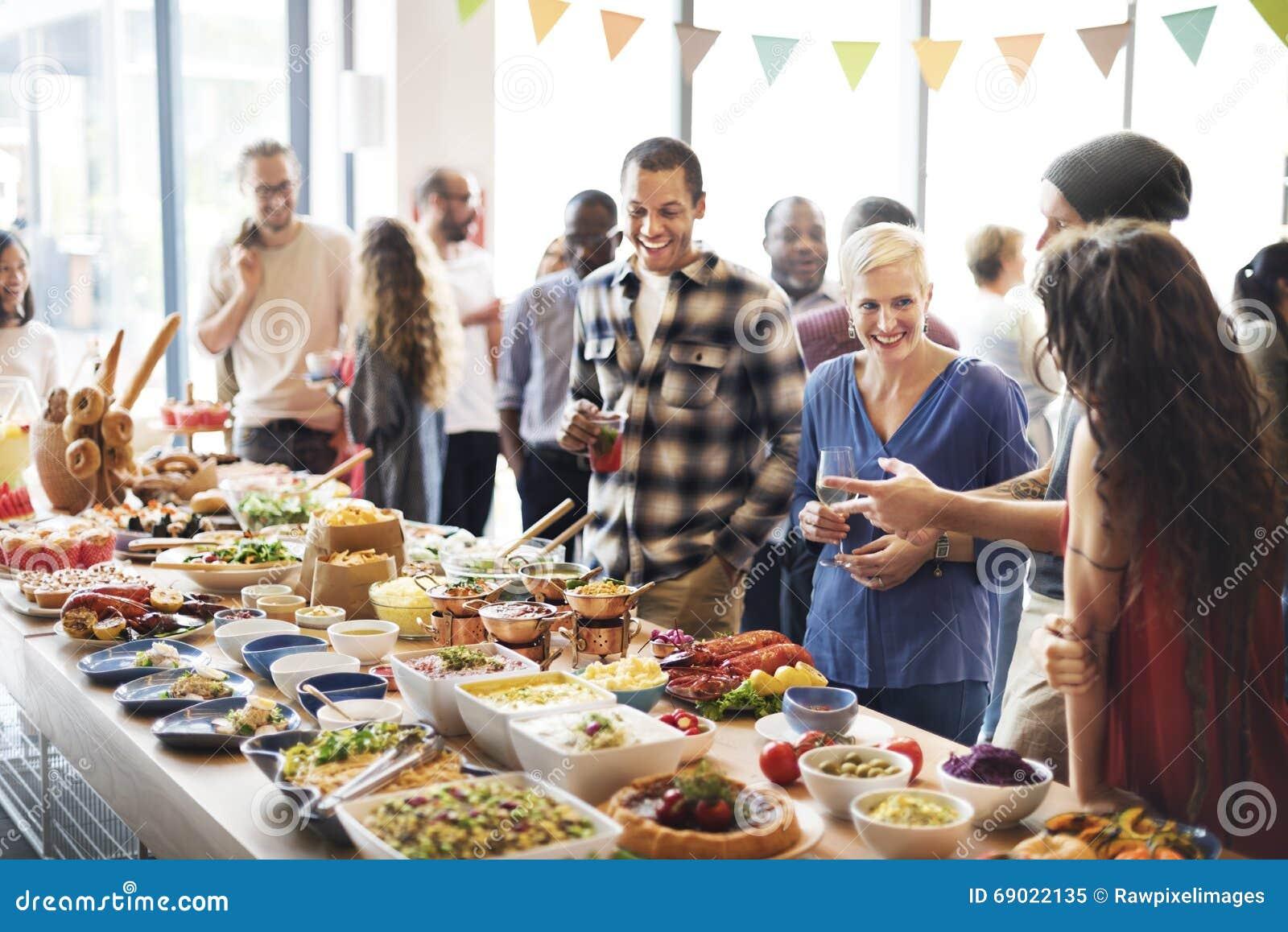 Prima folkmassa för frunch som äter middag matalternativ som äter begrepp
