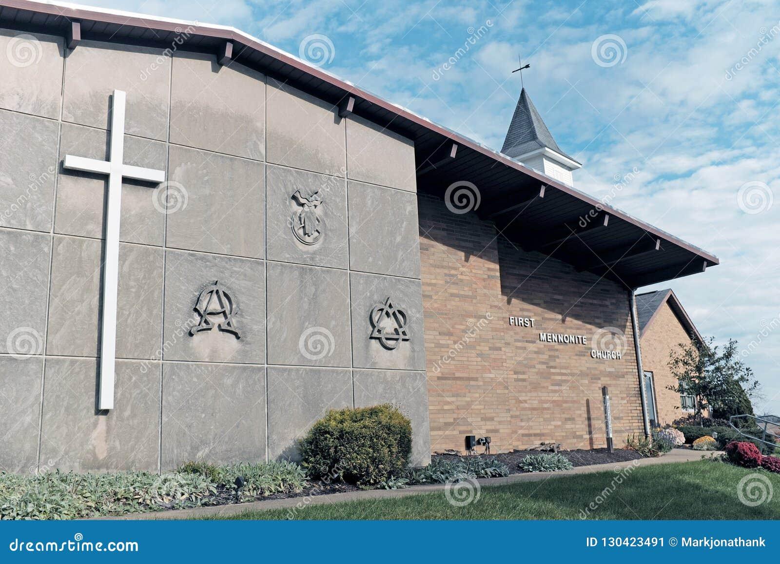 A primeira igreja menonita em Sugarcreek, Ohio, EUA