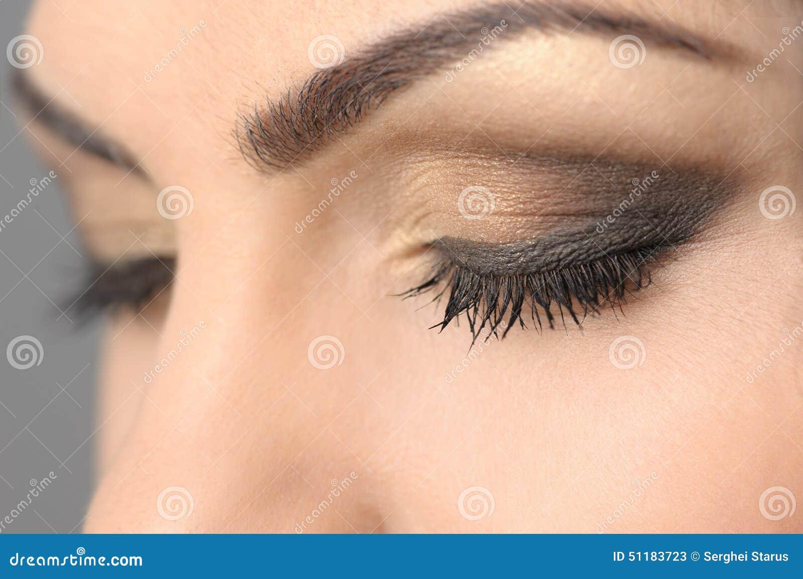 con los ojos cerrados maquillaje