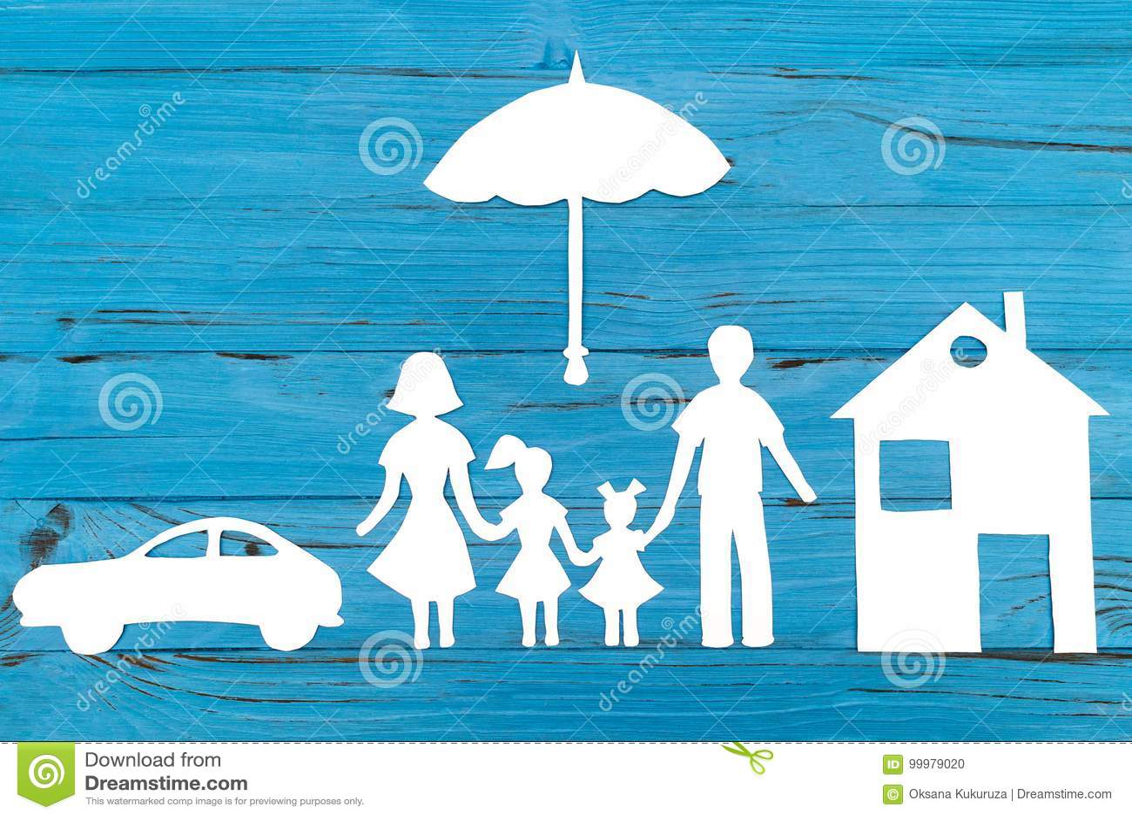 Primer de la familia de papel feliz en fondo azul