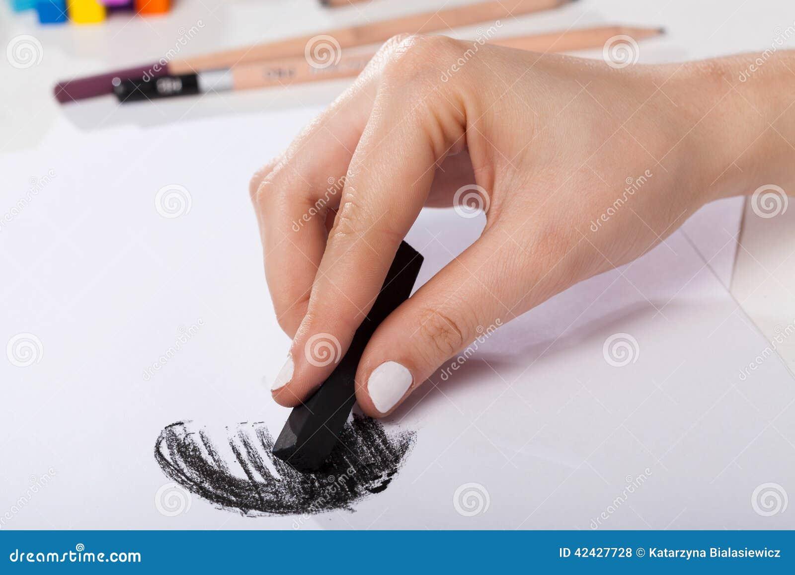 Primer de la mujer pintado a mano por el pastel