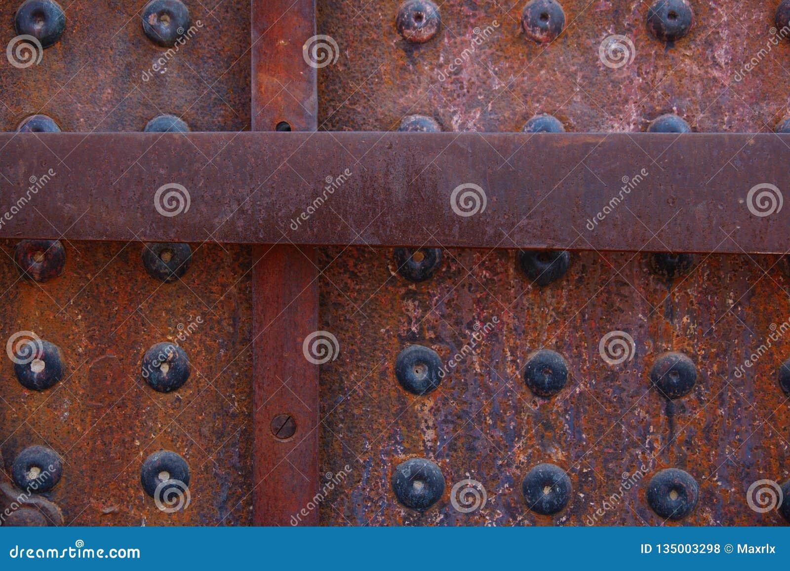 Primer de la textura clavada aherrumbrada en la locomotora vieja